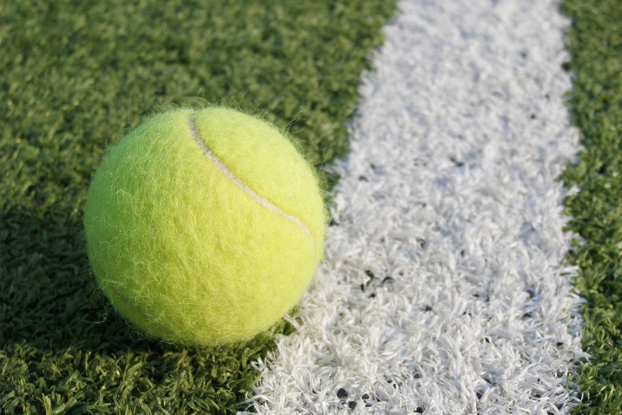 Minge de tenis. Foto: Eliseeva Ekaterina / SXC.hu