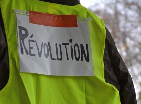 Vestele Galbene. Revolution