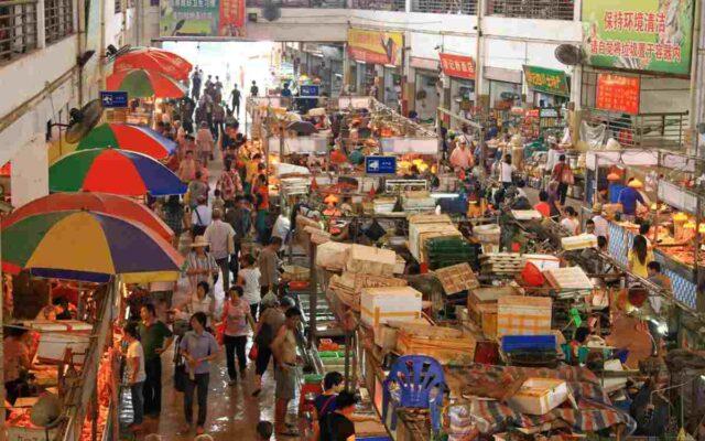 """""""Piață umedă"""" din China"""